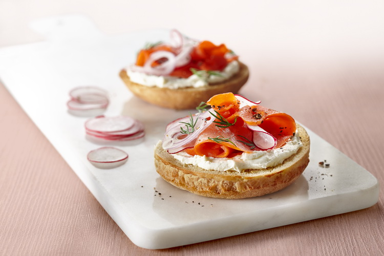 Tartine saumon aneth et fromage fqmc for Canape saumon